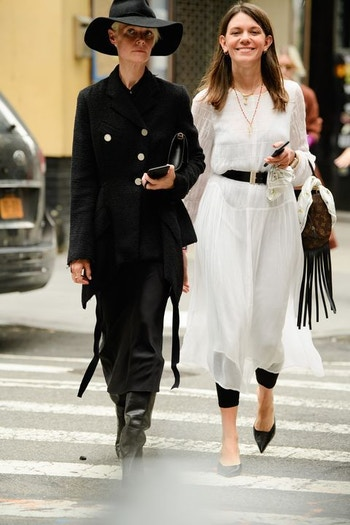 AUS black and white linen