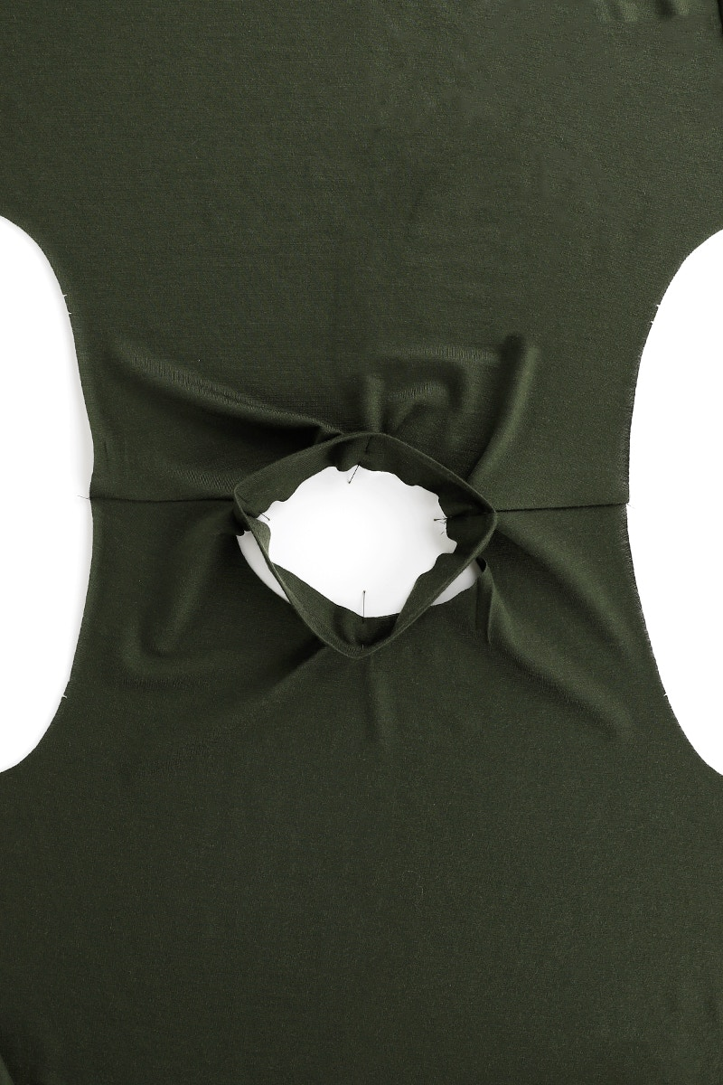 5 Neckband Pinned To Body